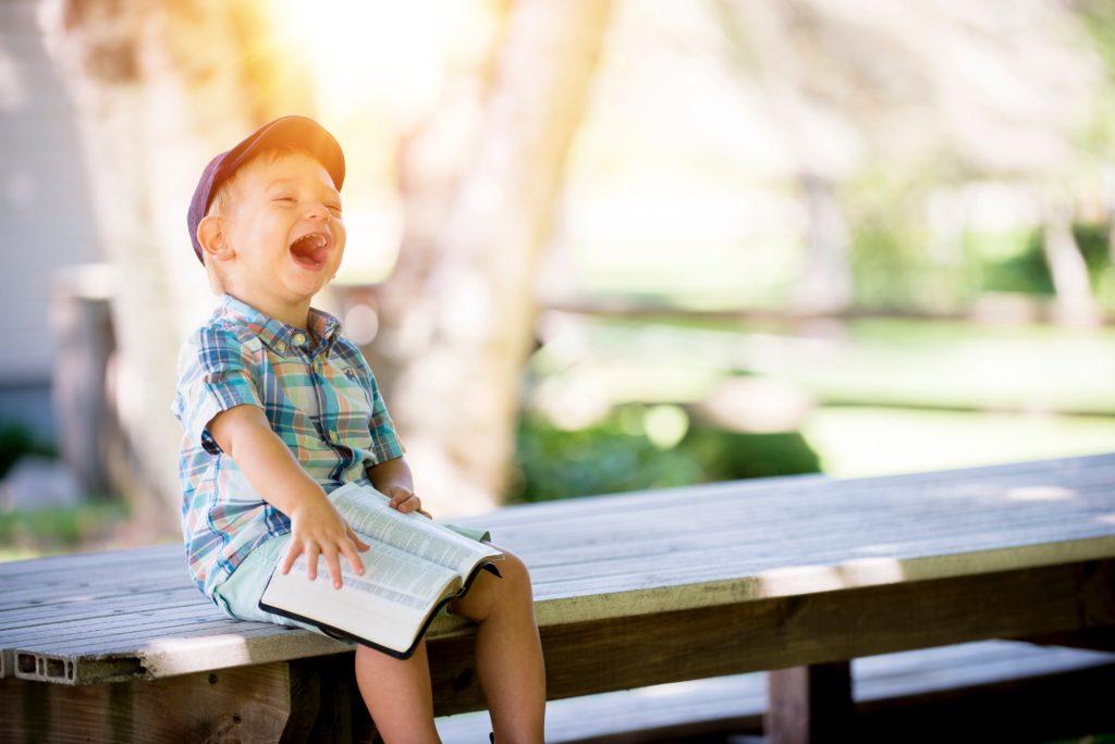 Barn der griner grundet tarv