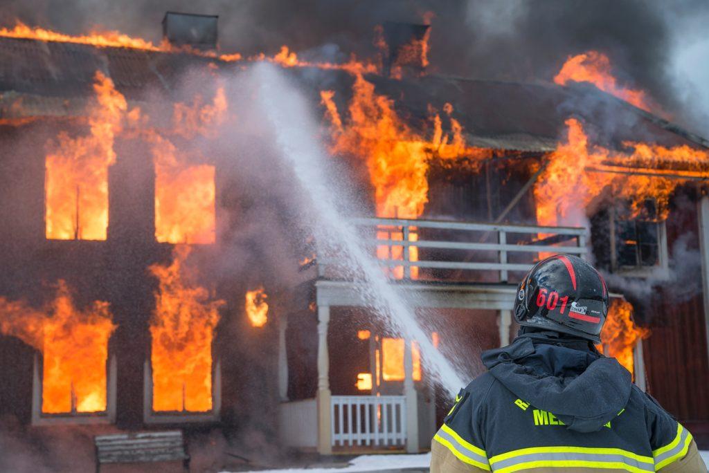 brændende bygning